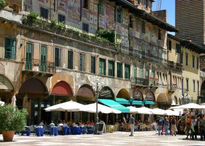 Verona-piazza_delle_erbe
