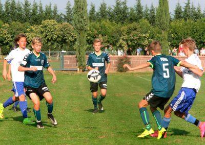 drenge-fodboldspillere-kamp