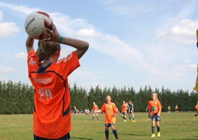 piger-fodbold-indkast